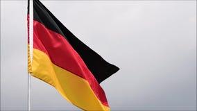De vlag van de golven van Duitsland in de wind in langzame motie stock footage