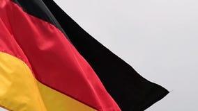 De vlag van de golven van Duitsland in de wind in langzame motie stock video