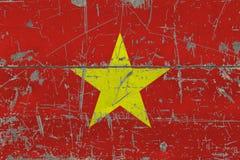 De vlag van Grungevietnam op oude gekraste houten oppervlakte Nationale uitstekende achtergrond stock foto