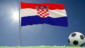 De vlag van het fladderen van Kroatië en een voetbal rolt op het gazon, het 3d teruggeven Stock Foto