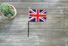 De vlag van het Verenigd Koninkrijk op een grijze lijst Stock Foto