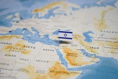 De Vlag van Israël in de wereldkaart royalty-vrije stock afbeeldingen