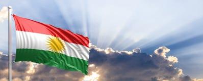 De vlag van Koerdistan op blauwe hemel 3D Illustratie Royalty-vrije Stock Foto