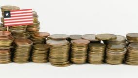 De vlag van Liberia met stapel geldmuntstukken stock video