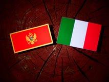 De vlag van Montenegro met Italiaanse vlag op een geïsoleerde boomstomp royalty-vrije illustratie
