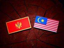De vlag van Montenegro met Maleise vlag op een geïsoleerde boomstomp vector illustratie