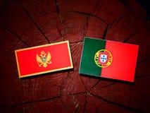 De vlag van Montenegro met Portugese vlag op een geïsoleerde boomstomp stock foto