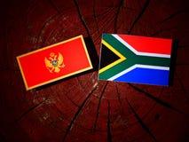 De vlag van Montenegro met Zuidafrikaanse vlag op een boomstomp isoleert royalty-vrije illustratie