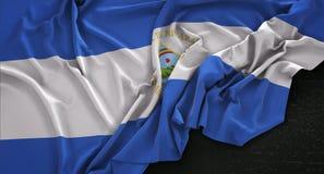De Vlag van Nicaragua op Donkere 3D die Achtergrond wordt gerimpeld geeft terug Royalty-vrije Stock Fotografie