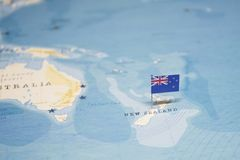 De Vlag van Nieuw Zeeland in de wereldkaart royalty-vrije stock fotografie