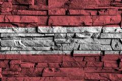 De vlag van Oostenrijk het schilderen op hoog detail van oude bakstenen muur Stock Foto's