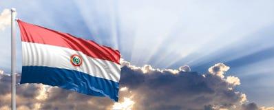 De vlag van Paraguay op blauwe hemel 3D Illustratie Stock Afbeelding