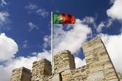 De vlag van Portugal op een mast Stock Fotografie
