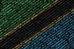 De vlag van Tanzania wordt afgeschilderd op het scherm met de programmacode Het concept moderne technologie en plaatsontwikkeling royalty-vrije stock fotografie