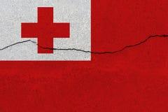 De vlag van Tonga op concrete muur met barst stock afbeeldingen