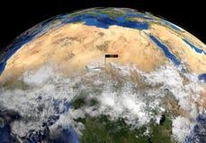 De vlag van Tsjaad op pool op de illustratie van de aardebol stock illustratie