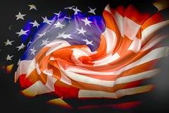 de vlag van de V.S. in de donkere nacht Royalty-vrije Stock Afbeelding
