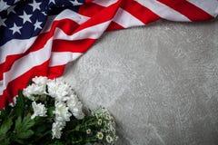 De vlag van de V.S. op grijze achtergrond stock afbeelding