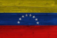 De vlag van Venezuela op oude houten plank wordt geschilderd die royalty-vrije stock fotografie