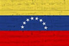 De vlag van Venezuela op oude houten plank wordt geschilderd die royalty-vrije stock afbeeldingen