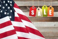 De vlag van Verenigde Staten Amerikaanse vakantie Verkoop stock fotografie