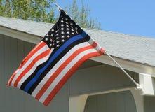De vlag van Verenigde Staten met blauwe lijn stock afbeeldingen