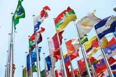 De vlaggen bij shenzhen conference&conventioncentrum Royalty-vrije Stock Foto