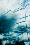 De vlaggen ontwikkelen zich in de wind Stock Foto's
