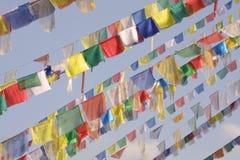De vlaggen van Boedha, Himalayagebergte Stock Afbeeldingen