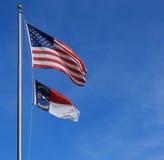De vlaggen van de V.S. en van Noord-Carolina Stock Fotografie