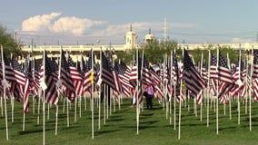 De vlaggen van de V.S. ter ere van 911 stock videobeelden