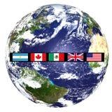 De vlaggen van de wereld op beeld van aarde royalty-vrije stock afbeelding