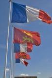 De vlaggen van Frankrijk en van Normandië Stock Fotografie