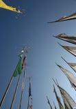 De vlaggen van het gebed op polen Royalty-vrije Stock Foto's