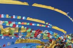 De vlaggen van het gebed in Tibet China Stock Fotografie