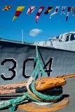 De vlaggen van het signaal op een marineschip royalty-vrije stock afbeeldingen