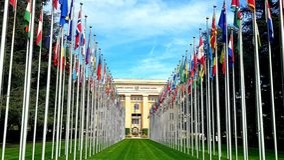 De vlaggen van de Verenigde Naties in Genève, Zwitserland royalty-vrije stock afbeeldingen