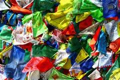 De vlaggenlungta van het boeddhismegebed op de wind Royalty-vrije Stock Afbeeldingen