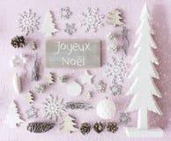 De Vlakke decoratie, legt, Joyeux Noel Means Merry Christmas, Sneeuwvlokken stock afbeeldingen