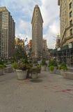 De vlakke Ijzerbouw bij de kruising van Broadway en Vijfde Ave Stock Fotografie