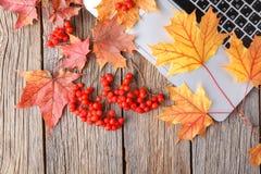 De vlakte van de de herfstdaling legt, de hoogste Desktop van de het bureaulijst van het meningshuis royalty-vrije stock fotografie