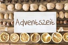 De Vlakte van het Kerstmisvoedsel legt, Adventszeit-Middelen Advent Season Stock Afbeeldingen