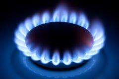 De vlammen van het methaan bij keukenkooktoestel stock foto's