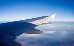 De vleugel van vliegtuigen Stock Foto