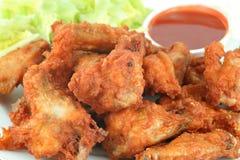 De vleugels en de onderdompeling van de kip Stock Foto