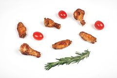 de vleugels van de barbecuekip op witte achtergrond Royalty-vrije Stock Afbeeldingen