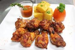 De vleugels van de kip met barbecuesaus Stock Foto's