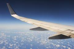 De vleugels van een vliegtuig royalty-vrije stock afbeeldingen