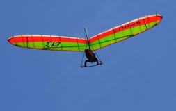 De vliegen van Deltawing over Stock Afbeeldingen