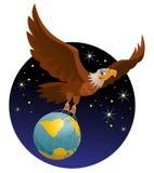 De vliegende Amerikaanse adelaar houdt de bol tegen de achtergrond van stock fotografie